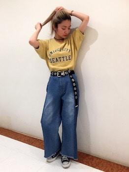 3スウェットTシャツ×ワイドデニムパンツ×ベルト