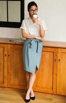 プルオーバーシャツ×タイトスカート×ハイヒール