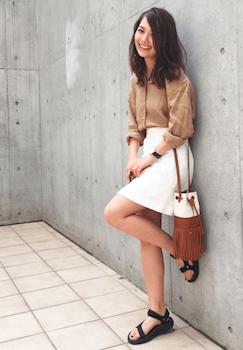 5リネンシャツ×ミニタイトスカート×厚底サンダル