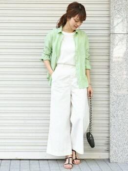 11リネンシャツ×白Tシャツ×ワイドパンツ