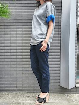 16スウェットTシャツ×クロップドパンツ×オープントゥサンダル