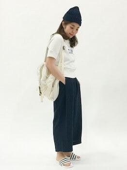 13スウェットTシャツ×ガウチョパンツ×ニット帽子