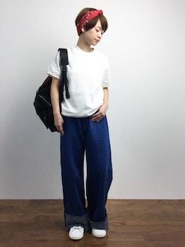 5スウェットTシャツ×ワイドデニムパンツ×スニーカー