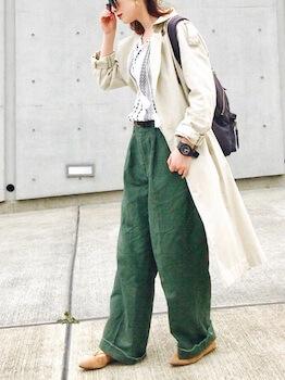 トレンチコートを春にコーディネートするコツ3:ベージュを着る