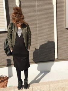 ジャンパースカート×MA1のレディースコーデ