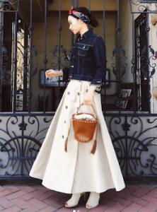 トレンチスカート×ショート丈Gジャンのレディースコーデ
