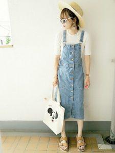 サロペットスカート×ラウンドTシャツのレディースコーデ
