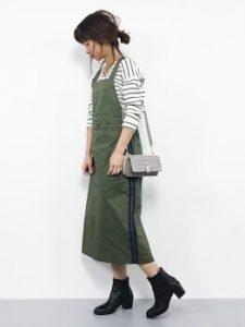 サロペットスカート×ボーダーTシャツのレディースコーデ