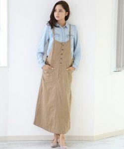 サロペットスカート×デニムシャツのレディースコーデ