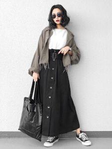 トレンチスカート×ミリタリージャケットのレディースコーデ