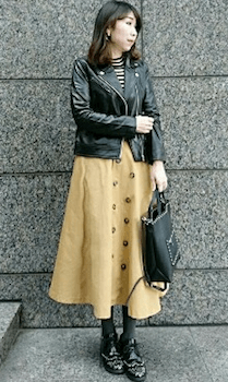 革ジャン×トレンチスカートの着こなし方