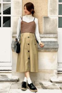 トレンチスカート×ビスチェのレディースコーデ