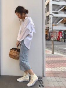レーススカート×スキッパーシャツの春コーデ