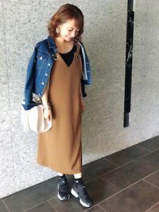 ジャンパースカート×Gジャンのレディースコーデ