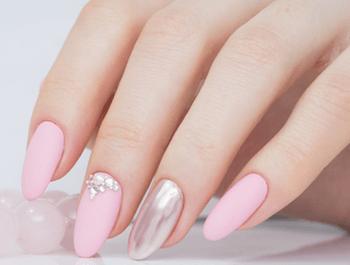 大人に人気のネイルのデザイン(春編)20:ピンク×シルバー