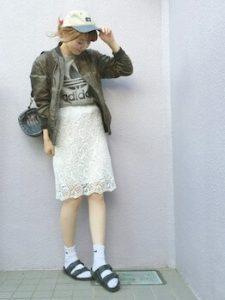 MA1×白のレーススカート×靴下×サンダル
