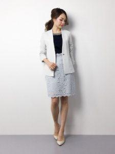 白ジャケット×レーススカートのオフィスコーデ