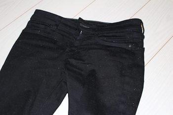 ユニクロの黒パンツにほこりがつかない方法1:静電気対策をする