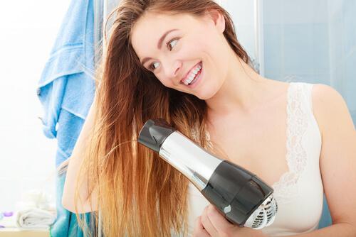 髪の毛はしっかり乾かしてアイロンする