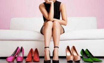 痛くならないパンプスの選び方1:靴を買う時間