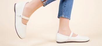パンプスを履く時の事前の痛み防止対策:歩き方