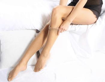 ストッキングを長持ちさせる方法2:履き方に気をつける