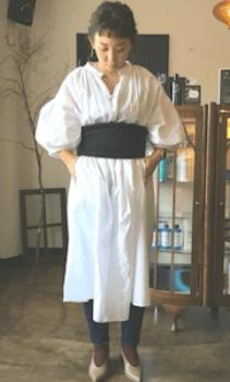 白シャツワンピース×コルセットベルトのコーデ(春編)
