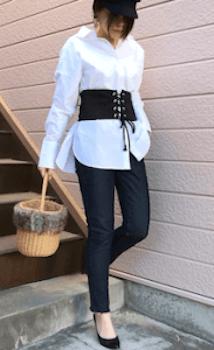 白シャツ×コルセットベルトのコーデ(春編)
