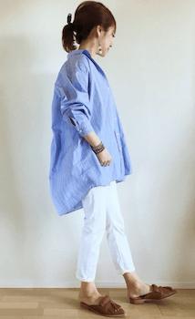 オーバーシャツ×白ジョガーパンツのレディースのコーデ(春夏編)