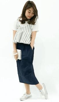 ミモレスカート×白Tシャツ×ペプラムトップスの2019夏コーデ