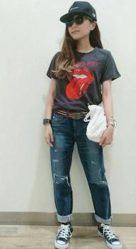ヴィンテージジーンズ×ロックTシャツのレディースコーデ