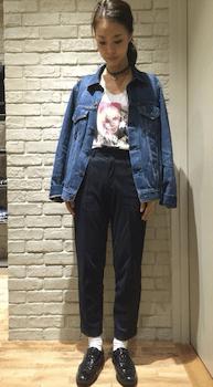 Gジャン×ロックTシャツのレディースコーデ