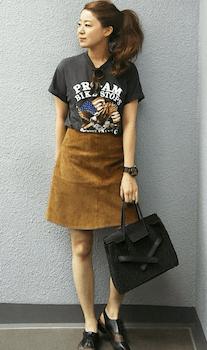 ミニスカート×ロックTシャツのレディースコーデ