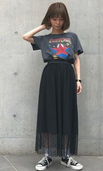 チュールスカート×ロックTシャツのレディースコーデ