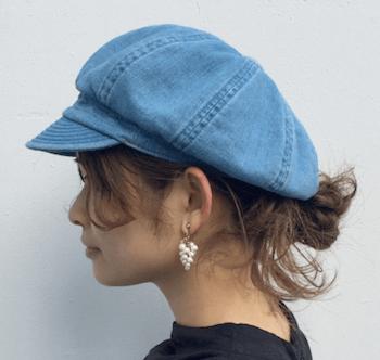 ロングの髪型のレディースにおすすめのキャスケットのかぶり方:くるりんぱ
