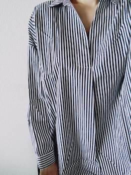 オーバーサイズのレディースにおすすめのおしゃれなスキッパーシャツ