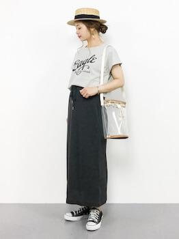 ショルダータイプのクリアバッグ×Tシャツ×ロングスカート
