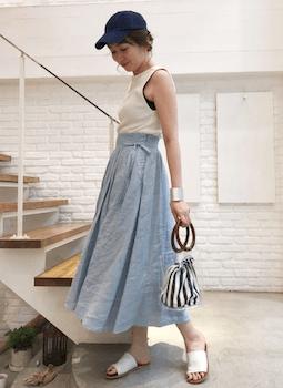 クリアバッグ+ストライプ柄の巾着×タンクトップ×フレアスカート