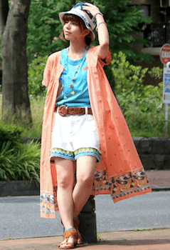 エスニックファッションのレディースのおしゃれな着こなし方:色使い