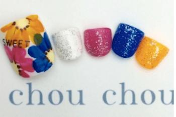 フットネイルで夏に人気のデザイン:4色カラー&フラワー