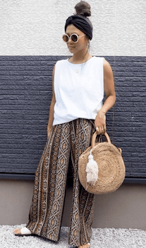 ノースリーブTシャツ×ワイドパンツ×カゴバッグのエスニックファッション