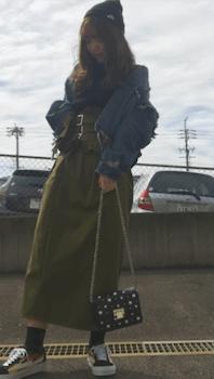 Gジャン×カーキのダブルベルトのコルセットスカートのコーデ