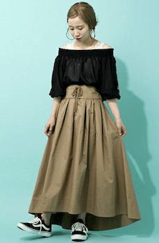 おしゃれなコルセットスカートの着こなし方:フレアマキシ丈で体型カバー