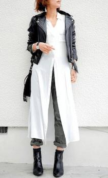 白のシャツワンピース×ライダースジャケット×カーキのパンツ×ブーツ