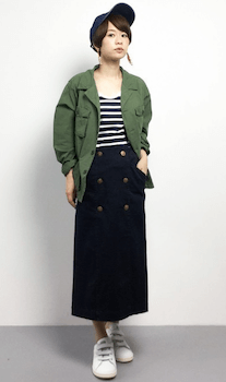 サファリジャケットを使ったレディースにおすすめの着こなし方:マニッシュスタイル