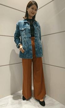 サファリジャケットを使ったレディースにおすすめの着こなし方:レトロスタイル