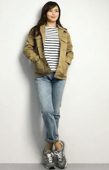 ボーダーTシャツ×ジーンズ×サファリジャケットのレディースコーデ