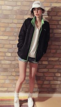 レディースのトラックジャケットでおすすめの着こなし方:春夏のアウトドアスタイル