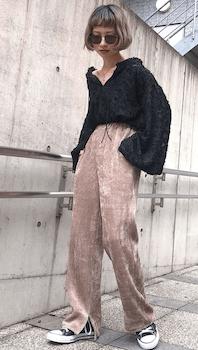 ベロアシャツ×スリットパンツの(秋冬)レディースコーデ