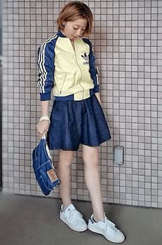 トーンカラーのトラックジャケット×キュロットスカート